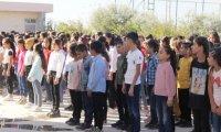 Zarokên Mexmûrî diçin dibistanê