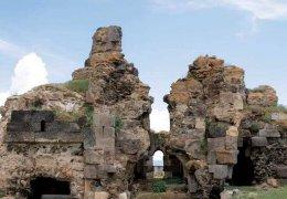Armenische Kirche mit Moschee verbaut