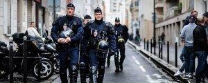 Batı'da adım adım polis devletine doğru