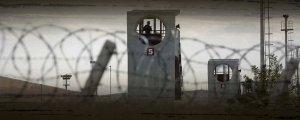 15 tutsağa hücre cezası
