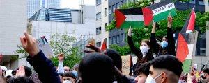 Filistin bayrağı, orak-çekiç ve tekbir sesleri