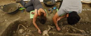 Arkeologlar toplu mezarların peşinde