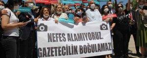 Gazeteciler polisi protesto etti