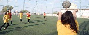 Kobanê'de Genç Kadın Futbol Turnuvası sürüyor