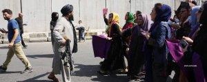 Afganistanlı kadınlar Taliban'ı gömecek