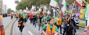 Gençler Öcalan için yürüyor