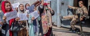Taliban'ın 'Dua, Rehberlik, Namus Teşviki ve Ahlaksızlık Bakanlığı'ı protesto edildi