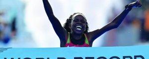 Yarı maratonda dünya rekoru kırdı