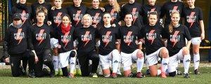 Futbolcu kadınlar omuz verdi
