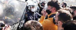 Selanik'te 30 üniversiteliye gözaltı