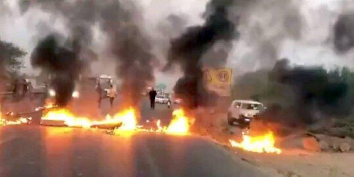 İran'da halk rejimi protesto ediyor