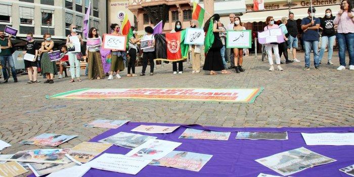 Afganistanlı kadınlarla dayanışma eylemi/Frankfurt