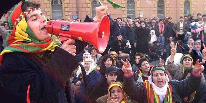 Öcalan'ın İtalya'ya gittiğini duyan Kürtler, Romaya akın etmişti