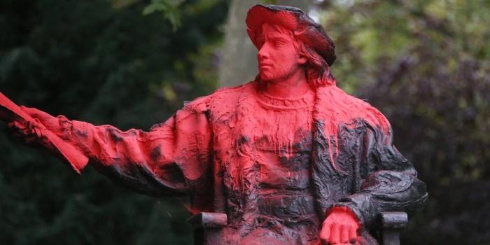 Kolomb'un Belgrave Meydanı'nda bulunan heykeline kırmızı boya atıldı / foto: AFP